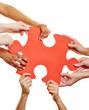 Hände halten Puzzle als Symbol für Teamwork