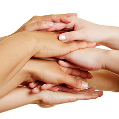 Leute stapeln Hände als Konzept für Teamwork