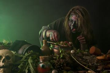 Hexe betreibt Alchemie im Labor