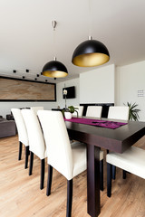 Urban apartment - Wooden table