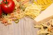 Verschiedene Pasta, Pecorino und Tomate