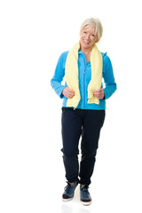 Attraktive sportliche Seniorin