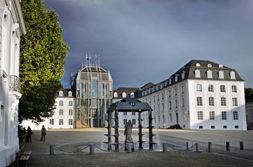 Saarbrücker Schloss mit grauem Himmel