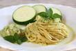 Spaghetti al pesto di zucchine e basilico