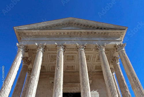 "temple romain ""Maison Carrée"" à Nîmes"