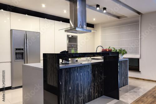 Urban apartment - Contemporary kitchen
