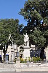 Statue de l'empereur Auguste, Nîmes