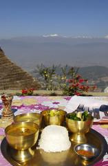 Nepalesische Mahlzeit mit Bergblick