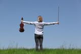 Junges Mädchen spielt Geige