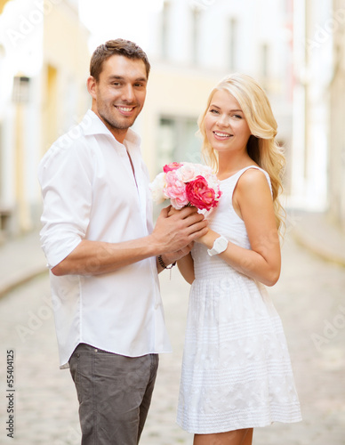 couple with flowers in the city