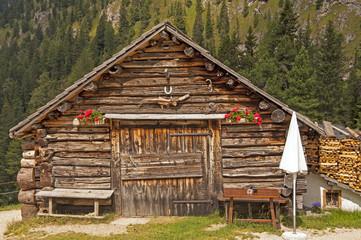 baita sulle dolomiti,sudtirol,Italia