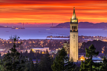 "Постер, картина, фотообои ""Dramatic Sunset over San Francisco Bay and the Campanile"""