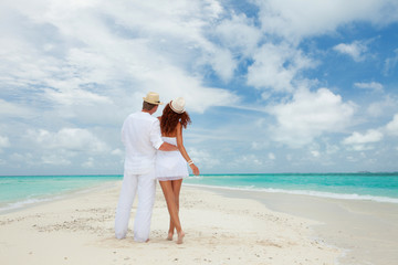 Couple walking on the beach of sea