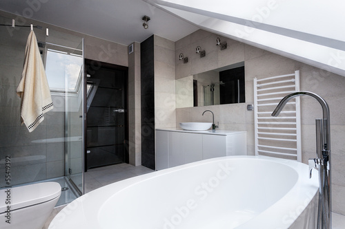 Urban apartment - stylish bathroom