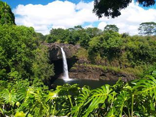 ハワイ島のレインボー滝