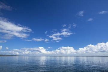 ヒロ湾と青空