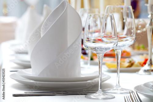 canvas print picture Empty glasses set in restaurant