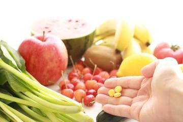 夏野菜とビタミン剤