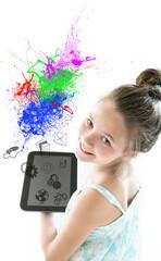bambina sorridente con ipad
