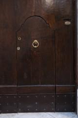 porta piccola marrone portone