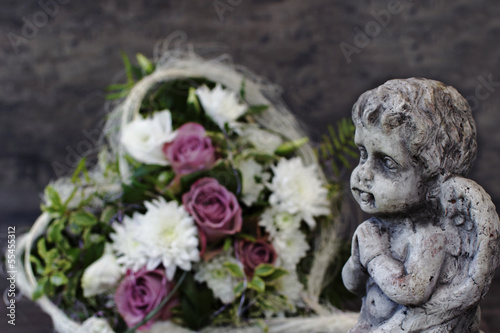 Engel mit Blumen