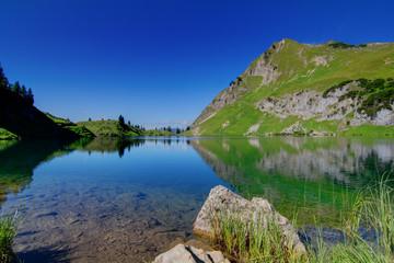 Seeoberfläche in den Alpen Deutschland