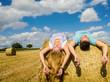 Auszeit: Relaxen in der Sonne auf einem Strohballen :)