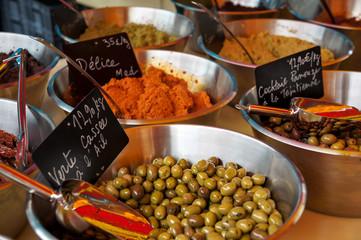 au marché : olvies cassée à la provençale