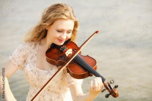 Fotobehang Muziek Portrait blonde girl with a violin outdoor
