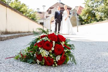 Brautpaar und Brautstrauß