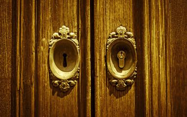 antica e nuova serratura closeup