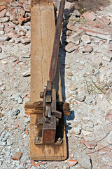Reinforced steel rod cutter