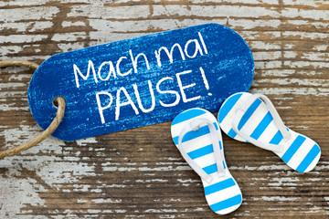 """""""Mach mal Pause!"""" - Label mit Flip Flops auf Holz"""