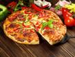 Pizza mit Zutaten
