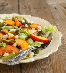 Salad with peach and mozarella