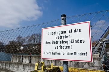 Schild Zaun Verbot