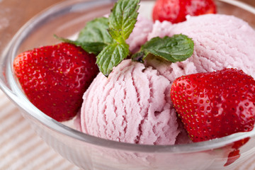 Ice cream with strawberries