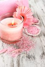 Piękna okolica spa z różowy kwiat i świec
