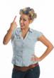 Blonde Frau mit Lockenwicklern meckert