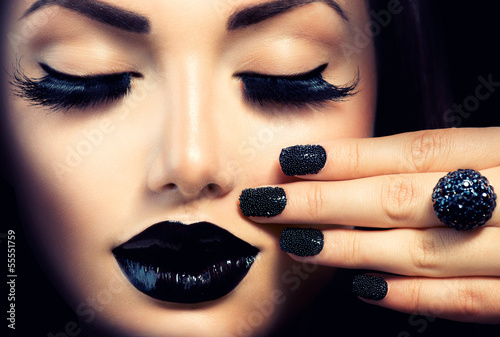 beauty-fashion-girl-with-trendy-caviar-black-manicure-and-makeup