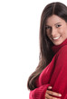 Schöne junge Frau mit langen schwarzen Haaren in Rot isoliert