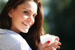 hübsche Frau mit Kaffee