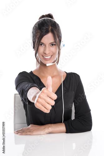 Frau im Support mit Headset im Callcenter
