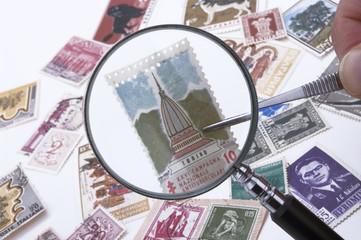 lente d'ingrandimento con francobolli