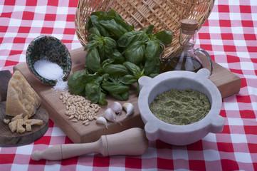 pesto alla genovese e i suoi ingredienti