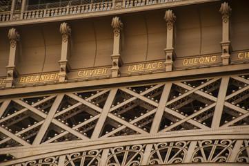 a particular of Tour Eiffel in Paris
