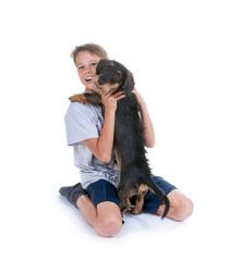 Junge mit seinem Hund