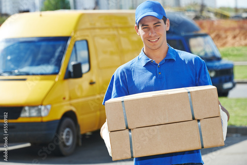 Delivery man with parcel box - 55569182