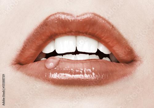 rote Lippen mit Tropfen