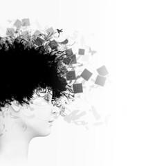 Profil einer Frau mit Polaroids, Schmetterlingen und Kolibris